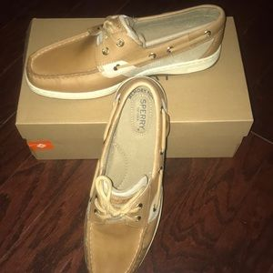 Shoes - NWT Sperry Boat Shoe